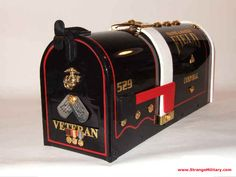 COOL MILITARY VETERANS MAILBOX W/ DOG TAGS & MEDALS