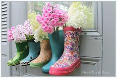 rubber boots with phlox by Aiken House & Gardens Real Flowers, Pretty Flowers, Container Plants, Container Gardening, Recycled Planters, Garden Boots, Old Boots, Ideas Geniales, Unique Gardens