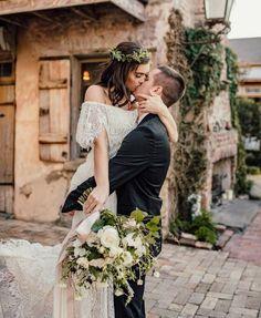 bride and groom wedding photo ideas Wedding Pics, Wedding Bells, Boho Wedding, Dream Wedding, Wedding Day, Romantic Lace, Romantic Weddings, Romantic Bridesmaid Dresses, Wedding Dresses