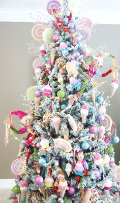 44 ideas christmas tree decorations themes candy land gingerbread houses for 2019 Cute Christmas Ideas, Christmas Tree Inspiration, Creative Christmas Trees, Christmas Trees For Kids, Pink Christmas Tree, Whimsical Christmas, Christmas Tree Themes, Christmas Holidays, Small Xmas Tree
