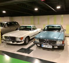 #R107 #350SL 1973 & #C107 #450SLC 1978 #mercedesbenzclubiran Mercedes Benz R Class, Mercedes Benz Coupe, Mercedes Benz 300, Mercedes Benz Cars, Mercedes Convertible, Old Vintage Cars, Mercedez Benz, Classic Mercedes, Retro Cars