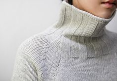 Knitwear with turtleneck Knitwear Fashion, Sweater Fashion, Hand Knitting, Knitting Patterns, Crochet Wool, How To Purl Knit, Lookbook, Pullover, Cool Outfits