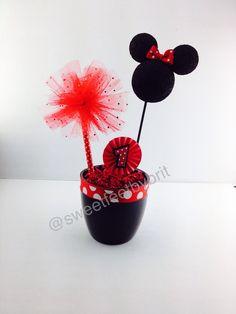Minnie Mouse centerpiece Minnie Mouse Theme, Centerpieces, Desserts, Food, Tailgate Desserts, Deserts, Essen, Center Pieces, Postres