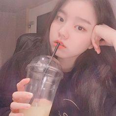 Ulzzang Couple, Ulzzang Boy, Korean Girl, Asian Girl, Best Icons, Grunge Girl, Kpop Aesthetic, Kpop Girls, Glass Of Milk