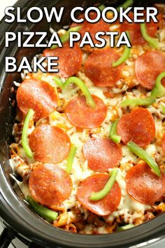 If slow cooker meals are your thing, make sure you give this recipe a try. This simple Slow Cooker Pizza Pasta Bake has great flavor with all of the melted cheeses, sauce, pepperoni, and spices. It truly tastes like you are eating pizza, but without all of the effort! Pizza Bake, Eat Pizza, Freezable Meals, Freezer Meals, Slow Cooker Recipes, Crockpot Recipes, Best Easy Dinner Recipes, Easy Recipes, Fast Easy Meals