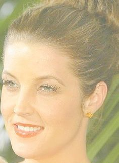 Photo of Lisa Marie Presley for fans of Lisa Marie Presley 18045984 King Elvis Presley, Elvis Presley Family, Elvis And Priscilla, Lisa Marie Presley, Priscilla Presley, Daddys Little Princess, Memphis Tennessee, Most Handsome Men, Beautiful Voice