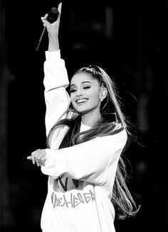 Ariana Grande resumes Dangerous Woman world tour in Paris Not letting hate win! The resumptio of her tour comes just three days after she headlined a moving benefit concert for the Manchester victims Source b. Ariana Grande Fotos, Ariana Grande Images, Ariana Grande Cute, Ariana Grande Concert London, Ariana Grande No Makeup, Ariana Grande Smiling, Ariana Grande 2018, Ariana Grande Outfits, Nickelodeon Victorious