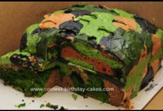 Homemade Camo Cake Design: I wanted to try to make a camouflage cake for my son's birthday party and it was actually some of the cakes from THIS SITE that convinced me I might Walters Walters Brumitt New Birthday Cake, Camo Birthday, 8th Birthday, Bachelor Party Cakes, Camouflage Cake, Call Of Duty Cakes, Camo Cakes, Military Cake, Surprise Cake
