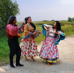 "Romani Gypsy band ""Svenko"" from Russia. Gypsy guitarist, dancing barefoot Gypsy girls. Barfuss Zigeunerin. Des Bohémiennes à pieds nus. Des Gitanes à pieds nus. Las gitanas descalzas."