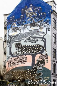 Photography of a superb mural of Street Art in a building in the center of Copenhagen (Denmark). The fresco was made by the artist H.B. Mruta.