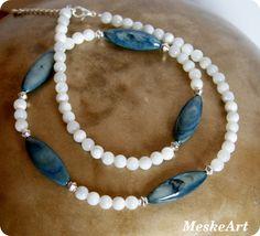 Szürkéskék kagyló - gyöngyház gyönggyel, nyaklánc / Necklace with shell / Nahrdelnik musla perlet'