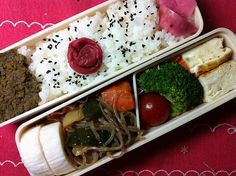 - Japanese Rolled Omelet  - Boiled Broccoli  - Fresh Tomato  - Boiled Down Vegetables : Devil's Tongue Starch Noodle,Zucchini, Carrot, Potato, Deep‐Fried Fofu and Fried Baby Sardines Fish Paste  - Fish Paste Cake