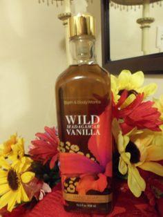 NWT Bath & Body Works WILD MADAGASCAR VANILLA Hand Soap w/Olive Oil 15.5 fl. oz.