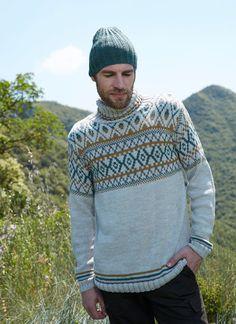 Réalisez cet ensemble pull et bonnet avec la laine DMC Woolly HERITAGE Dmc, Shorts, Men Sweater, Sweaters, Blog, Fashion, Shawl Collar Sweater, Turtleneck, Men