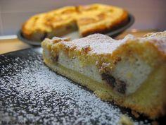 Di crostate ce ne sono centomila, ma a questa sono particolarmente legata. E' di ricotta e cioccolato, e l'origine siciliana si intuisce dall'aggiunta di cannella, canditi e scorza di arancia. La...