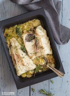 Lomo de bacalao al horno con albariño tomillo y romero. Tilapia Recipes, Veggie Recipes, Fish Recipes, Seafood Recipes, Healthy Recipes, Fish Dishes, Seafood Dishes, Fish And Seafood, Easy Cooking