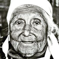 Doña Sara Figueroa (1929-2019). Campeona eterna de la empanada. Orgullo de Tucumán. Hasta siempre, doña Sara. Que en paz descanse. . . . La… Empanada, Lee Jeffries, Instagram, Champs, Peace, Empanadas