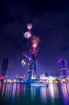#etherealvistas: New year Firework in Bitexco Saigon (Vietnam) 2015 by Sean Nguyễn