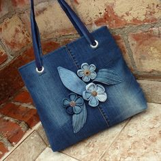 Džíska blue garden 3 intrigued by these flowers – Artofit Denim Bags From Jeans, Denim Tote Bags, Denim Handbags, Denim Purse, Diy Tote Bag, Blue Jean Purses, Tote Bag With Pockets, Denim Flowers, Fabric Flowers