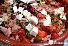 Receta de una de las ensaladas más famosas de la región de Murcia, con lo mejor de su huerta, una de las mejores de España. Preparación paso a paso, trucos y foto.
