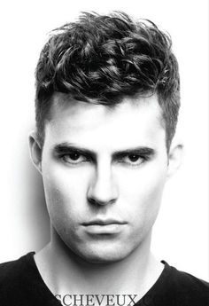 Guys, looking for a new refreshing haircuts for men? Here we have rounded up 25 Haircuts for Men with Curly Hair gallery for you to get inspired! Widows Peak Hairstyles, Top Hairstyles For Men, Haircuts For Curly Hair, Curly Hair Cuts, Short Curly Hair, Boy Hairstyles, Cool Haircuts, Haircuts For Men, Curly Hair Styles