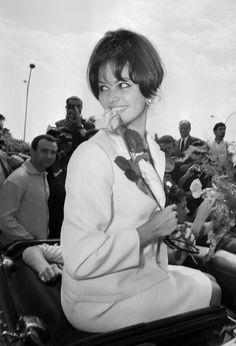 Pin for Later: Retour Sur les Meilleures Photos du Festival de Cannes Depuis Sa Création  Claudia Cardinale en 1963.