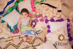 Hermoso cojín Kelim Marroquí confeccionado en telar por manos artesanas  de mujeres Beréber. 100% algodón y disponibles en variados colores. Combínalos como quieras y juega a darle un toque de estilo a tu living, dormitorio o la pieza de tus hijos.