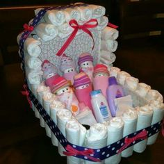 Baby Shower Gift Ideas ~ Diaper Carriage and Diaper Babies! Bricolage Baby Shower, Regalo Baby Shower, Baby Shower Diapers, Diaper Shower, Baby Shower Crafts, Baby Crafts, Baby Shower Parties, Baby Shower Themes, Shower Ideas