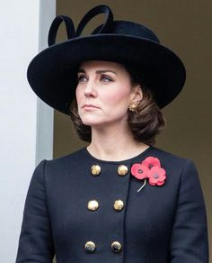 Bob hairstyles are back and we can see why. Whether you have thick or fine hair, these are the best short haircuts and styles you need to try. Duchess Kate, Duke And Duchess, Duchess Of Cambridge, Short Hair Cuts, Short Hair Styles, Celebrity Short Haircuts, Cut Her Hair, Beautiful Celebrities, Britney Spears