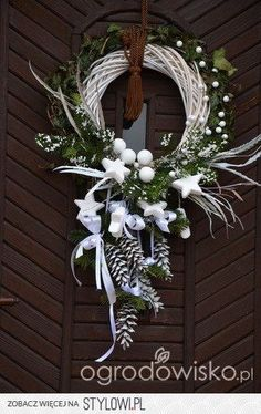Wreaths, and Christmas decorations – page 74 – F … on Stylowi.pl Wianki, i dekoracje na Boże Narodzenie – strona 74 – F… na Stylowi. Christmas Projects, Christmas Crafts, Christmas Ornaments, Christmas Christmas, Holiday Door Decorations, Diy Wreath, Wreath Ideas, Tulle Wreath, Burlap Wreaths