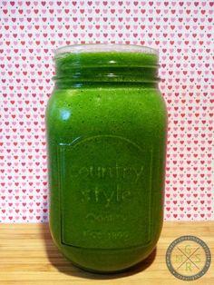 Leckerer Winter-Smoothie - Grüner Smoothie mit Grünkohl, Petersilie, Mango und Ananas