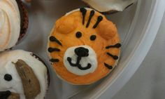 Tiger cupcakes - like the white for the mouth