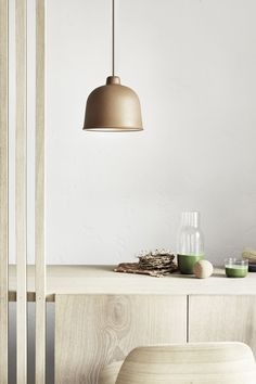 This versatile, environmentally friendly piece has a warm and welcoming appearance that provides the perfect look for a variety of styles. The matte surface of the shade is a specially created mix of bamboo grain and plastic composite. Muuto Lighting, Lighting Design, Pendant Lighting, Minimalist Kitchen, Minimalist Bedroom, Minimalist Decor, Minimalist Living, Modern Minimalist, Minimalist Furniture