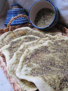La cuisine d'ici et d'ISCA: Pain libanais au zaatar : Mana'ish