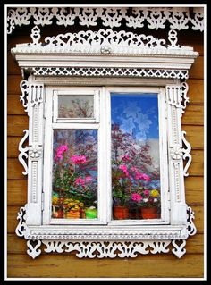 Russian wooden house in the town of Suzdal. Window decorated with openwork carving. Good example of a fortochka window, used by Russians for ventilation. It opens independently of all the other window panes. Wooden Architecture, Russian Architecture, Beautiful Architecture, Architecture Details, House Windows, Windows And Doors, Pintura Exterior, Wooden Windows, Window View