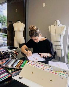 Student Fashion, School Fashion, Fashion Design Drawings, Fashion Sketches, Fashion Studio, Fashion Art, Fashion Outfits, Applis Photo, Future Jobs