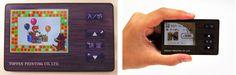 凸版印刷|高精細・フルカラー液晶ディスプレイを搭載したNFC対応の高機能非接触ICカードを開発 〜カラフルなクーポンの表示など、これまでのICカードにはなかった表現が可能に!〜
