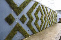 Vous aussi, taguez vos murs avec de la mousse végétale ! Voici comment.