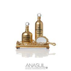 Bandeja espelhada Lady Like G Dourada, espelho de mão Amarylis e garrafa Chanel dourada. ANASUIL  http://www.anasuilblog.blogspot.com.br/