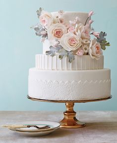 Modern Romance Wedding Cakes: Philip Ficks / TheKnot.com