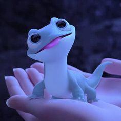 Bruni the Salamander! Frozen Wallpaper, Disney Phone Wallpaper, Disney Art, Disney Pixar, Disney Princess Frozen, Disney Background, Cute Cartoon Wallpapers, Disney Pictures, Disney Drawings