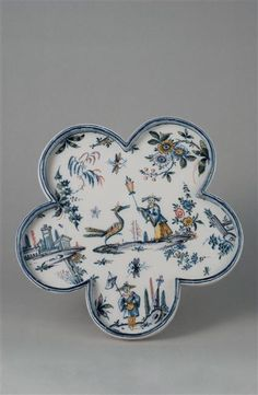 Muti-lobed plate made in Turin, 18th C. faïence.
