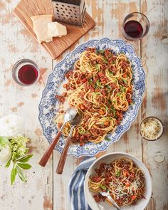 The Best-Ever Bolognese Saucecountryliving Bolognese Sauce, Spaghetti Bolognese, Spaghetti Sauce, Best Ground Beef Recipes, Lotsa Pasta, Dinner With Ground Beef, Beef Recipes For Dinner, Summer Recipes, Simply Recipes