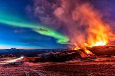 Aurore Boréale et une éruption
