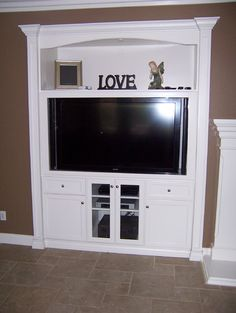 Media niche traditional family room