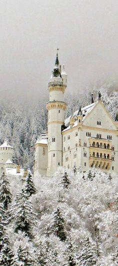Snowy, Neuschwanstein Castle, Germany photo via emelia