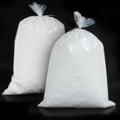 PERLITA DE POREXPAN (POLIESTIRENO EXPANDIDO) Perlitas de porex en bolsas de 150 gramos de 3 o 5 mm de diámetro. Un relleno versátil para cojines y embalajes de todo tipo.  #PerlitadePorexpan #RellenodePufs #PolyesterBeads Packaging, Diy, Pearls, Dressmaking, Manualidades, Bags, Wrapping