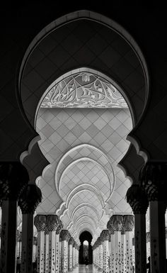 A beautiful photo gallery of the Sheikh Zayed Grand Mosque in Black and White taken in Abu Dhabi, UAE. Mecca Wallpaper, Islamic Wallpaper, Mosque Architecture, Art And Architecture, Abu Dhabi, Lumiere Photo, Sultan Qaboos Grand Mosque, Beautiful Mosques, Islamic Pictures