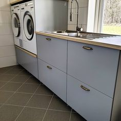 Att ha en egen tvättstuga 🙏 vi har köpt köksstommar från Ikea och byggt upp tvättmaskin och torktumlare i arbetshöjd. Multipurpose Room, Laundry Room Design, Diy Bedroom Decor, Home Decor, Washing Machine, Kitchen Decor, New Homes, Home Appliances, Indoor