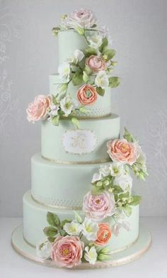 Love the subtle colours of this cake